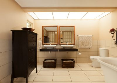 17 Cato Road Main Bathroom