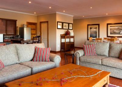 Whispering Waters Log-cabin Livingroom