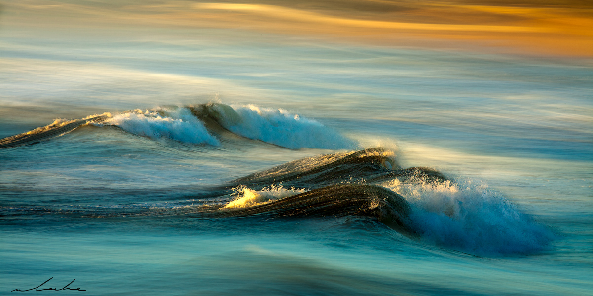 Colour photograph of a gentle wave formation
